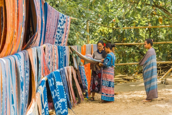 An ikat collective weaves its way through knotty times